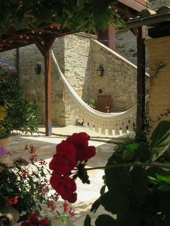 Country House Montali: Relax in the shade in the hammock