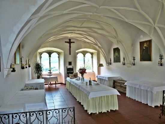Hotel Schloss Sonnenburg: Buffetraum