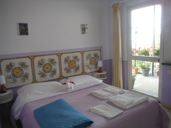 Alle Ginestre Capri Bed & Breakfast: Comfy room