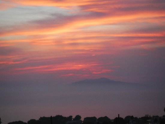 Alle Ginestre Capri Bed & Breakfast: View of Mount Vesuvius at sunset