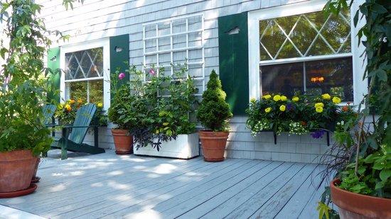 Bufflehead Cove Inn: Beautiful plantings