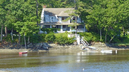 Bufflehead Cove Inn: View from across the cove