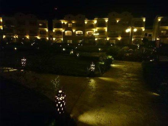 Concorde Moreen Beach Resort & Spa Marsa Alam : Nocą ogród