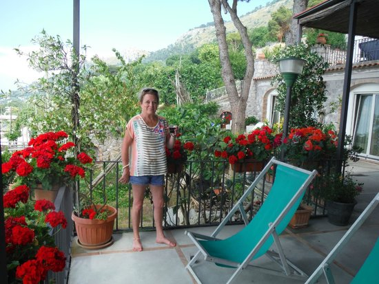 Alle Ginestre Capri Bed & Breakfast: Relaxing Patio