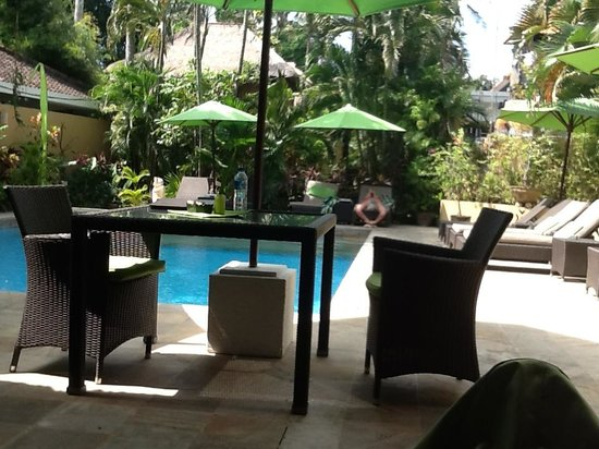 Villa Coco: Public pool area, poolside dining and bar