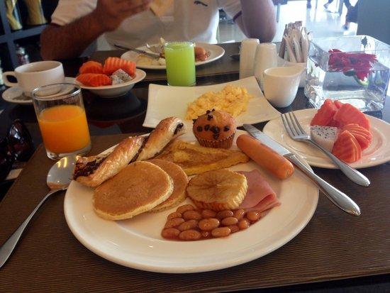 Golden Tulip Mandison Suites: Buffet breakfast