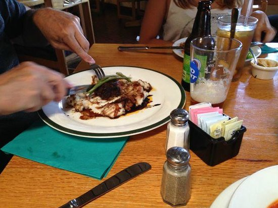 High Noon Restaurant & Saloon: Mexican food and steaks