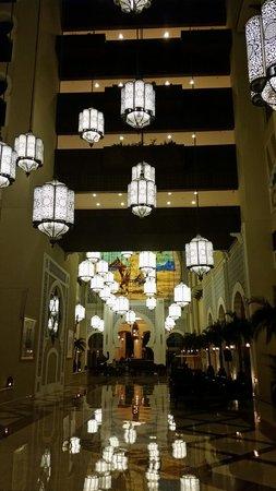 Movenpick Ibn Battuta Gate Hotel Dubai: The main hall