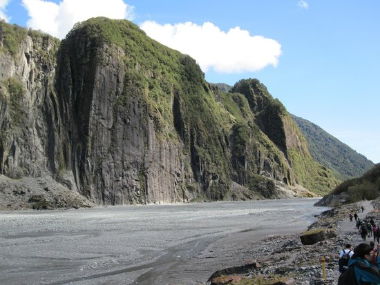 Fox Glacier Hiking Trails: The walk to Fox Glacier