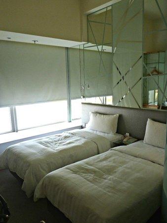 Dorsett Mongkok Hong Kong: The room.