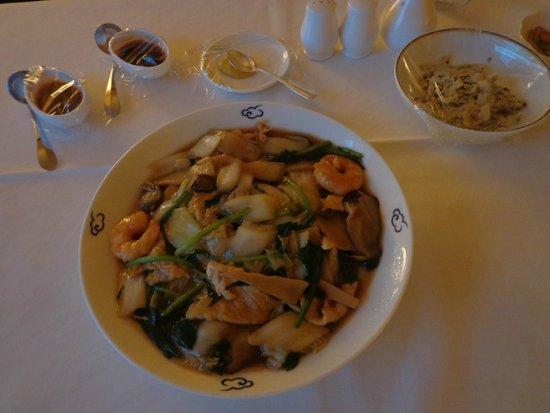 "Hyatt Regency Tokyo : Room Service "" Fried Noodles with Cho-Suey"""