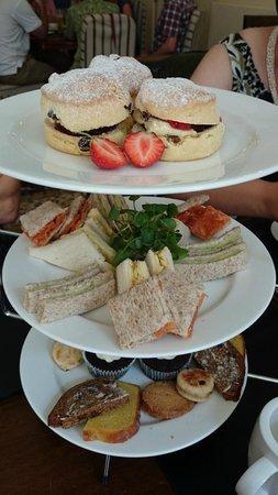 Nanteos Mansion : Tea for three...