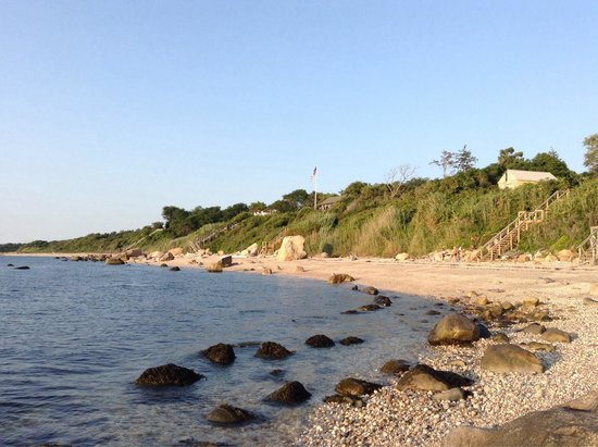 Sunset Motel: Rocky beach