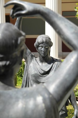 The Getty Villa : maidens near the pool