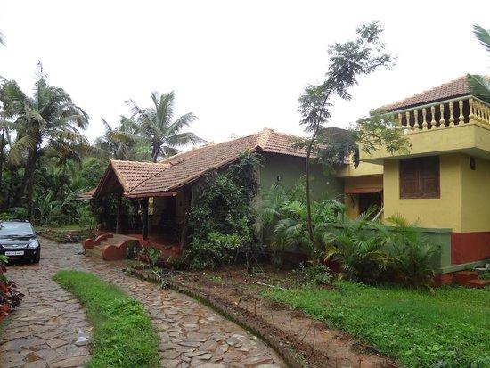 AjjanaMane Homestay: View of the property exteriors