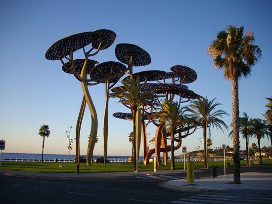 Estival Park Salou: Back of the hotel overlooking beach
