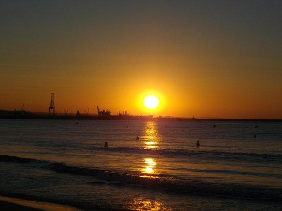Estival Park Salou: Stood on beach one morning watching the sunrise