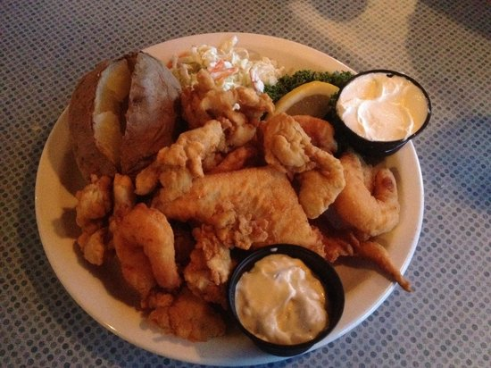 Anchor Inn Restaurant: Seafood Dinner with Real Clams!
