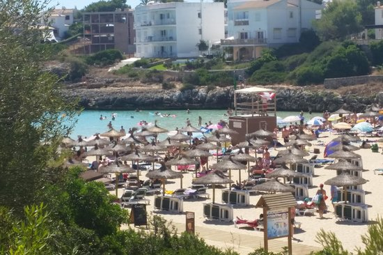 OLA Aparthotel Cecilia: the beach, a 5 minute walk away