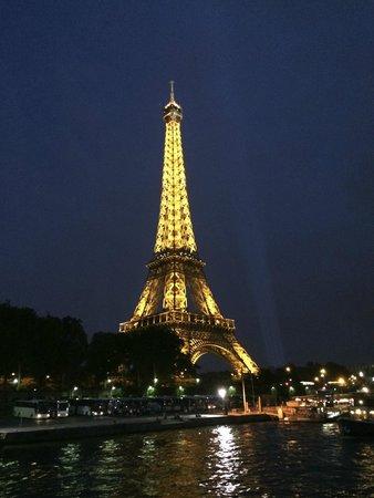La Seine : セーヌ川からのエッフェル塔