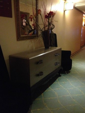 Hotel dos Templarios: elevator room lobby