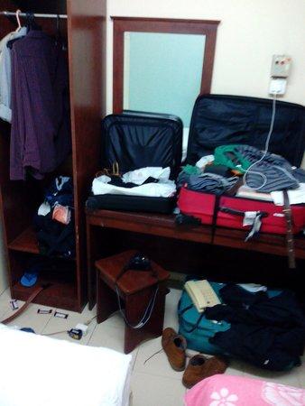 Hotel Petaling : desk area