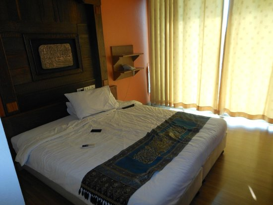Lamphu Tree House: The bed