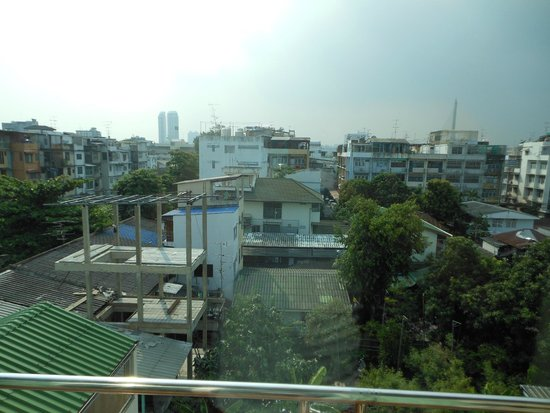 Lamphu Tree House: The view from the balcony
