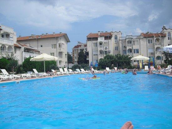 Bravo 1 Apartments: pool