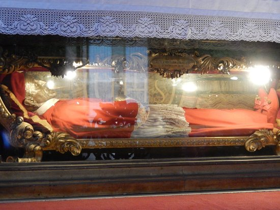 Chiesa di Sant'Ignazio di Loyola: sant'ignazio - tomba san roberto bellarmino