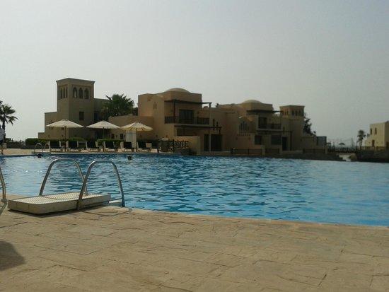 Cove Rotana Resort Ras Al Khaimah: Adults Pool