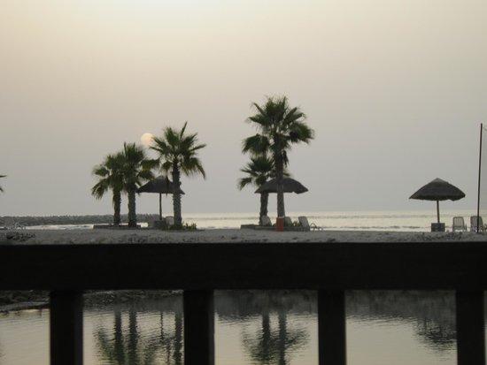 Cove Rotana Resort Ras Al Khaimah: Strand von der Villa aus