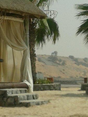 The Cove Rotana Resort Ras Al Khaimah: Massage am Strand