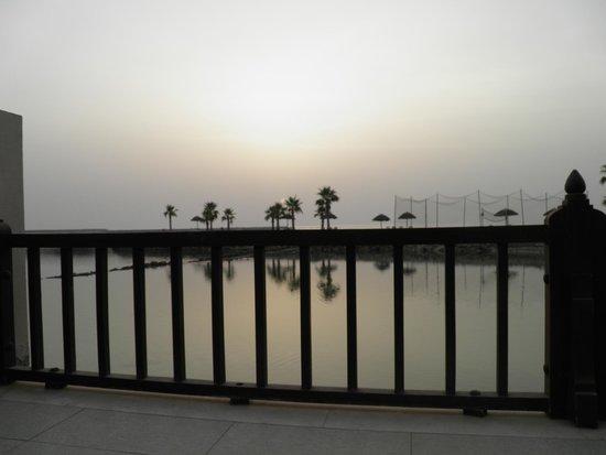 Cove Rotana Resort Ras Al Khaimah: Terasse der Villa mit direktem Meerblick