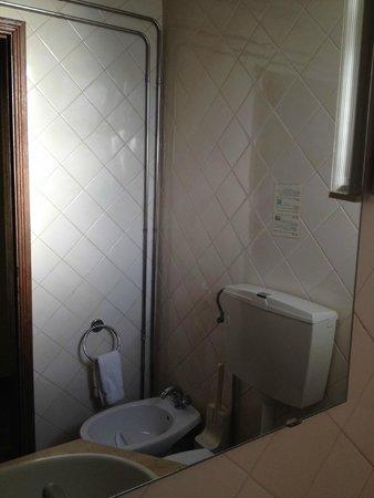Montemar: bathroom