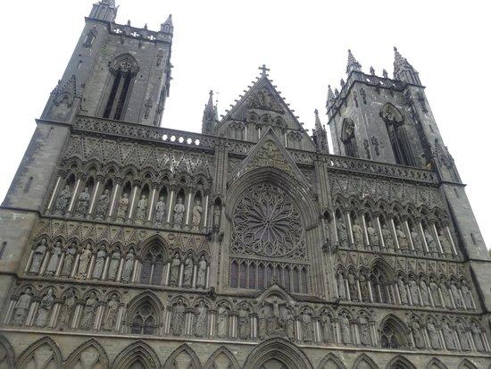 Cathédrale de Nidaros : Nidarosdomen  facade