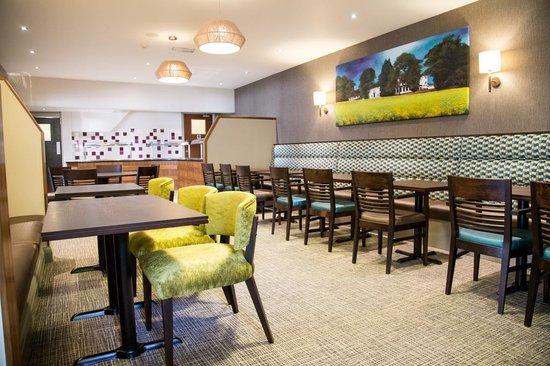 Best Western Plus Ullesthorpe Court Hotel & Golf Club: Lincolns Bar