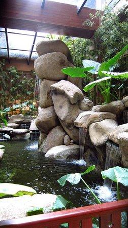 Royale Chulan Kuala Lumpur : 中庭滝