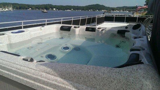 Sea Suites Boat & Breakfast: Morning atop Sea Suites.