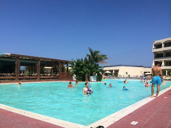 Smartline Cosmopolitan Hotel : The Pool