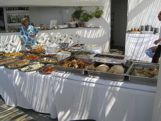 Hotel Punta Rossa: BUFFET PRANZO A BORDO PISCINA