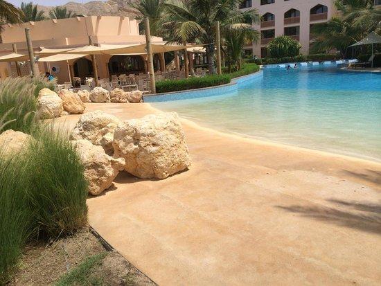 Shangri La Barr Al Jissah Resort & Spa-Al Bandar: the pool