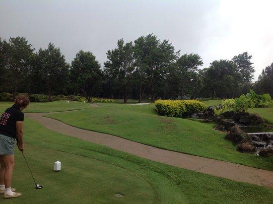 Four Seasons Resort Lana'i, The Lodge at Koele: putting golf