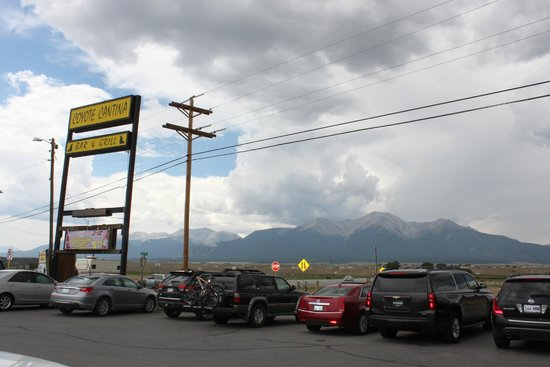 Coyote Cantina: Sign and mountain view
