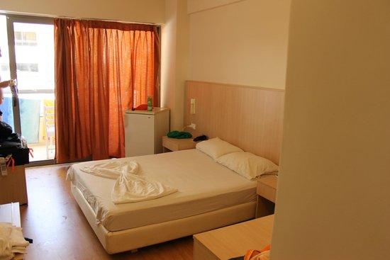 Lomeniz Hotel: Vores værelse