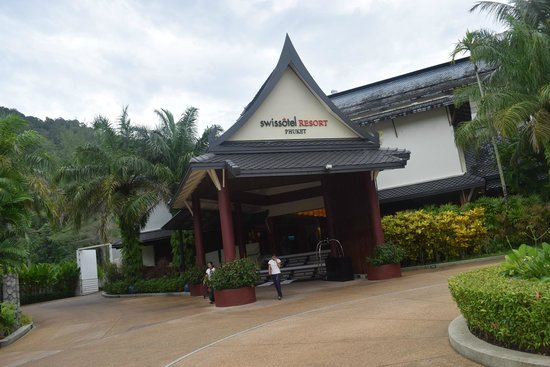 Swissotel Resort Phuket Kamala Beach: Hotel Entrance