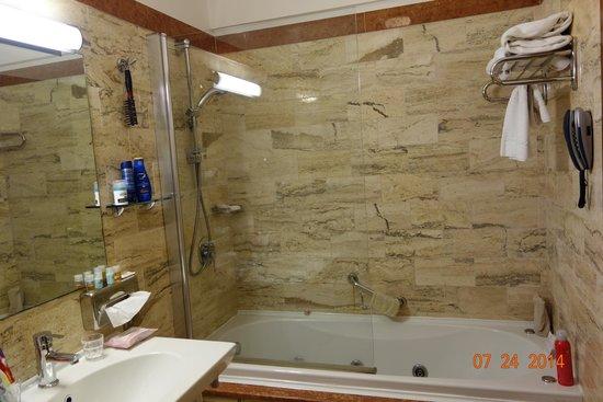 Fiesta Hotel Garden Beach: salle de bain bungalow