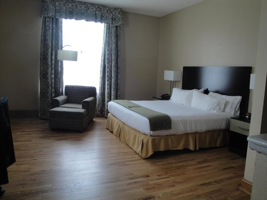 Holiday Inn Express Cleveland Downtown: Chambre lit king