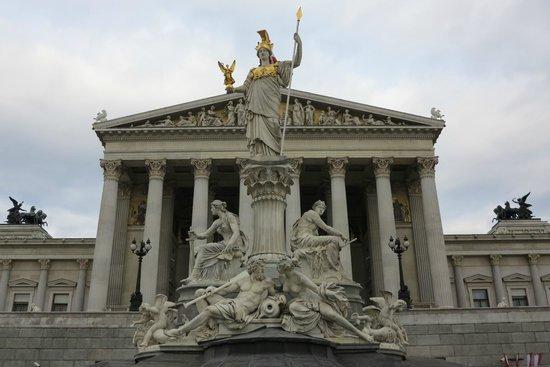 Parliament Building: Vista frontal do Parlamento Austríaco