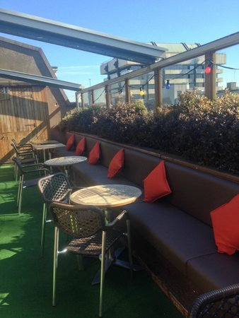 Odessa Club & Restaurant : Sunny roof terrace